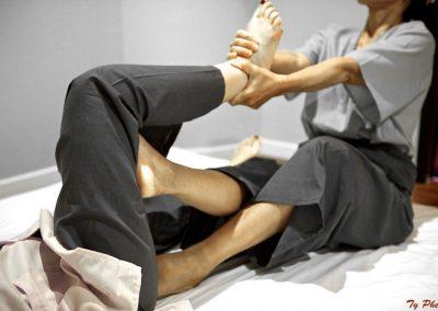 Massage thaï: étirements