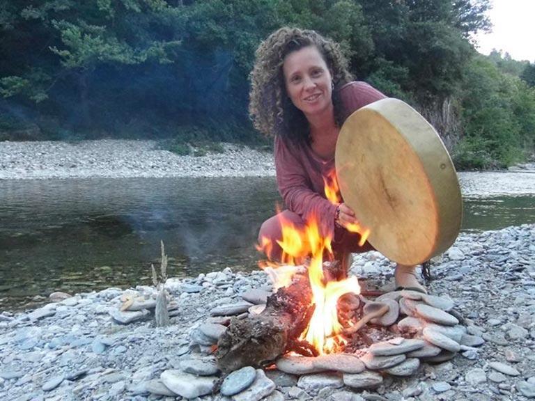 marion rebérat et son tambour chamanique